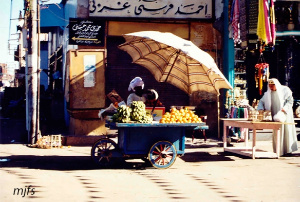vendedor-en-el-mercado-de-asw
