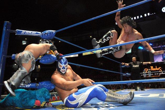 Lucha-Estelar-Diamante-Azul-vs-Negro-Casas-jpg_053933