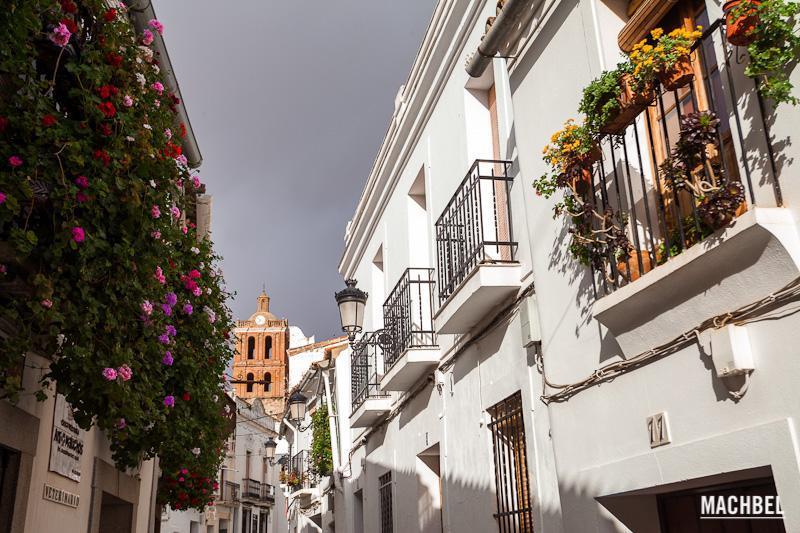 Calle-de-Zafra-Calle-al-atardecer-en-un-día-de-tormenta-en-Zafra-Extremadura-España